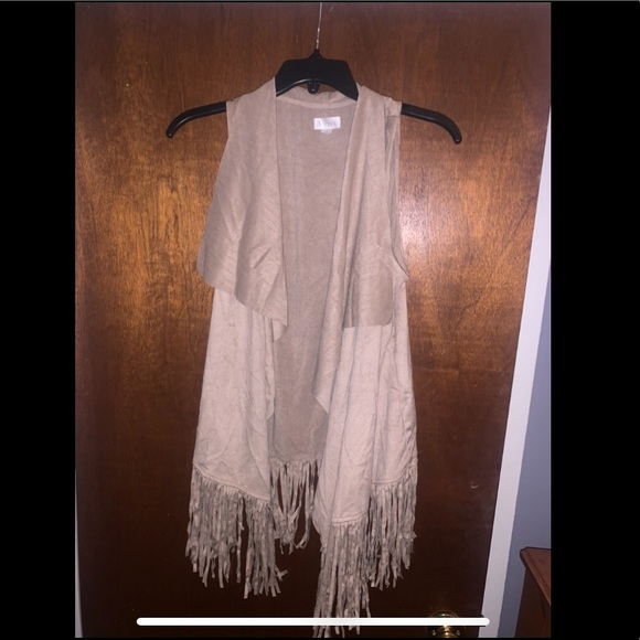 3/$25🌵🌸💕Decree Fringe Vest